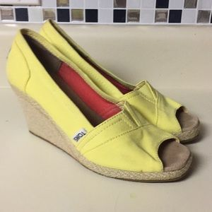 Toms size 7 yellow peep toe wedges